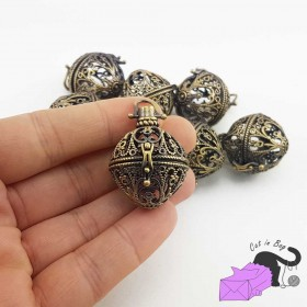 1 openable sphere pendant with decoration